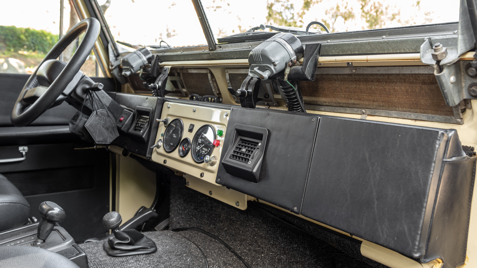 Modified 1964 Land Rover 109 Photo 4