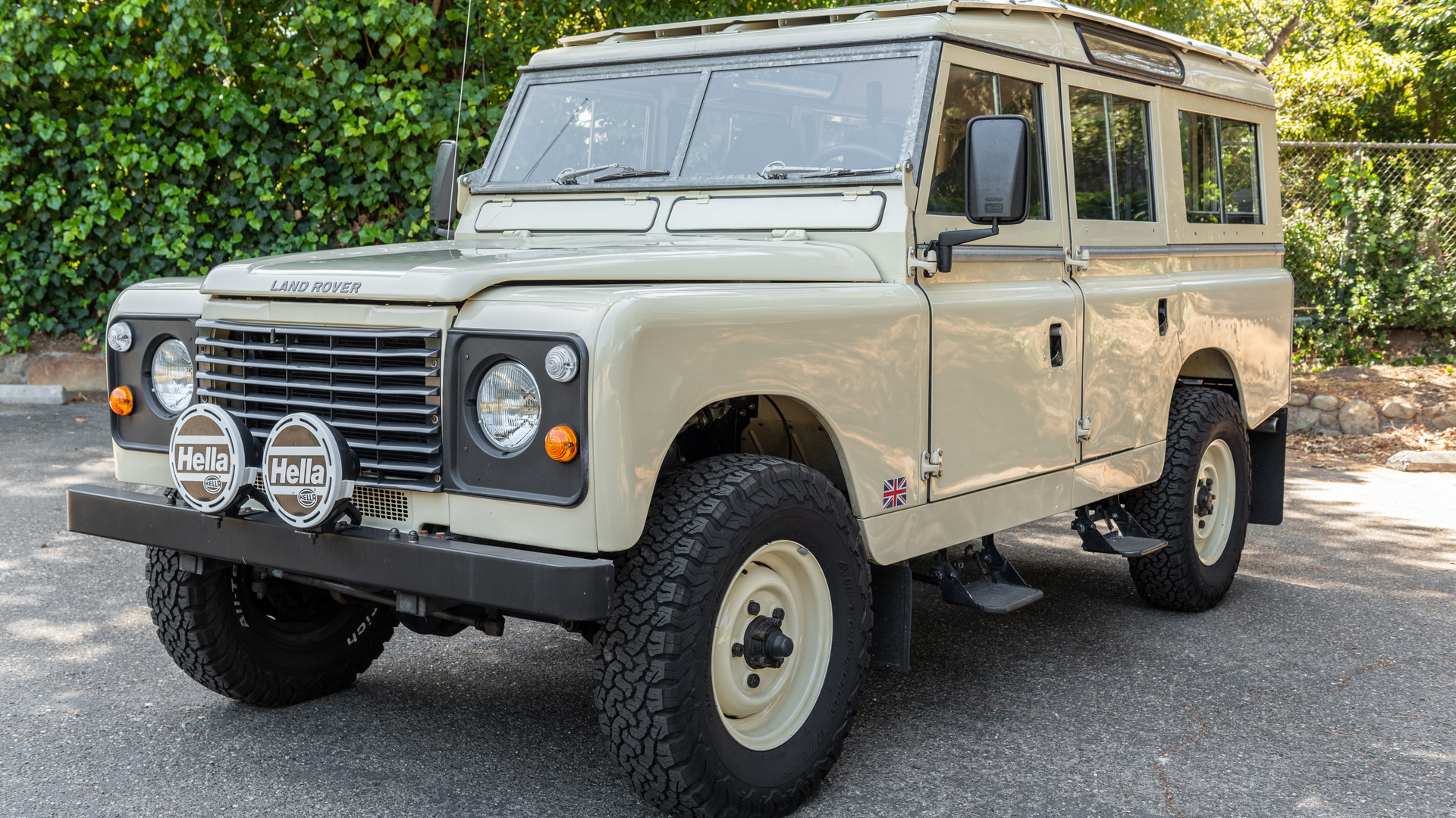 Modified 1964 Land Rover 109 Photo 1